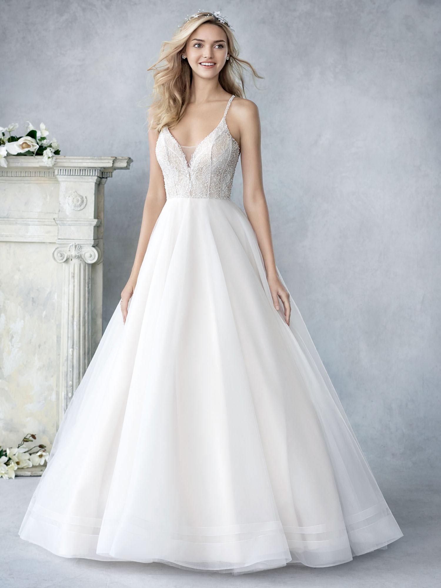 d7b81b496d Kínálatunk » Menyasszonyi ruha modelljeink » Mary's Esküvői Szalonok